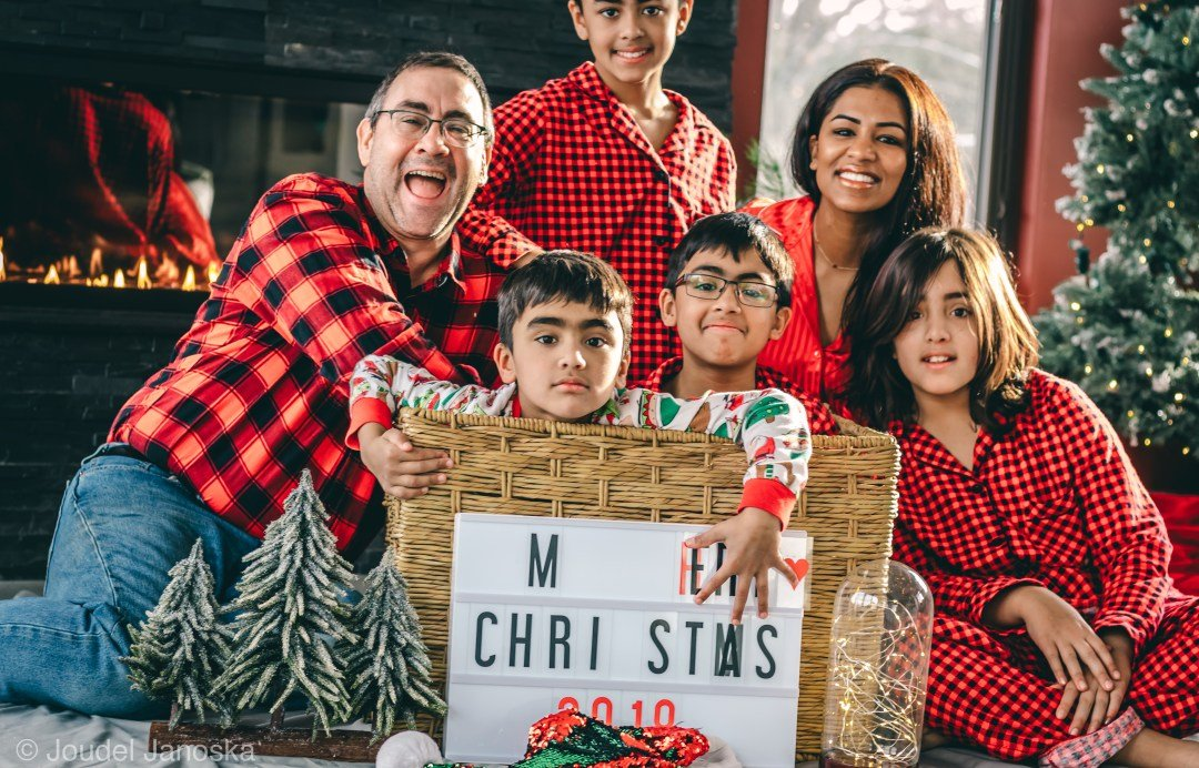 Merry Ho Ho Ho ~ We finally got a family picture