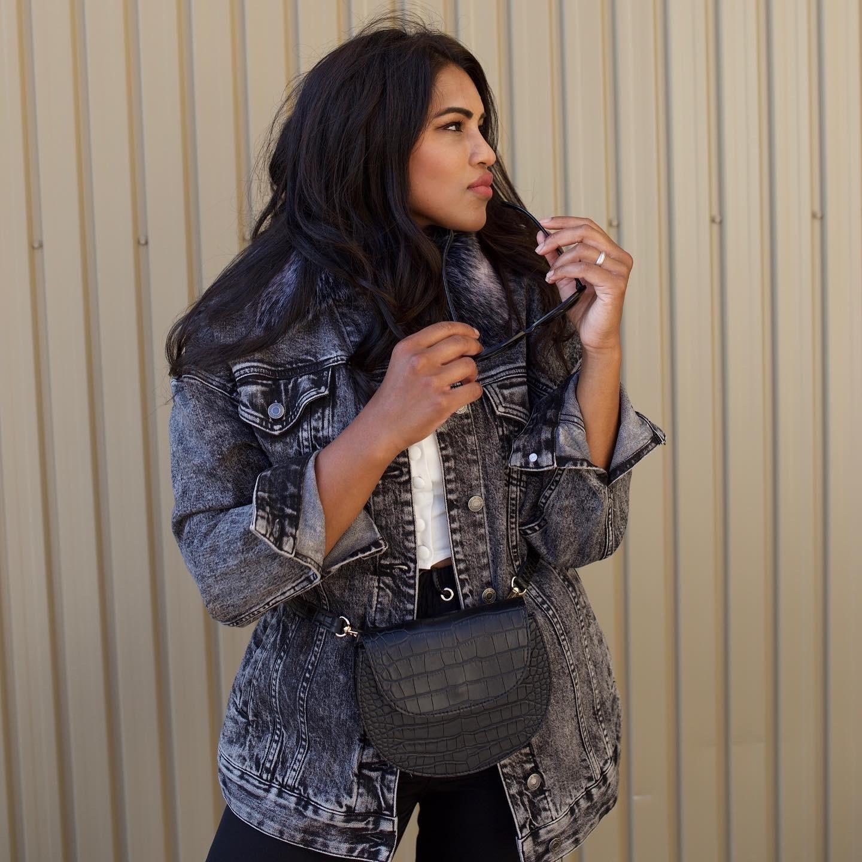 Effortless look with denim jacket
